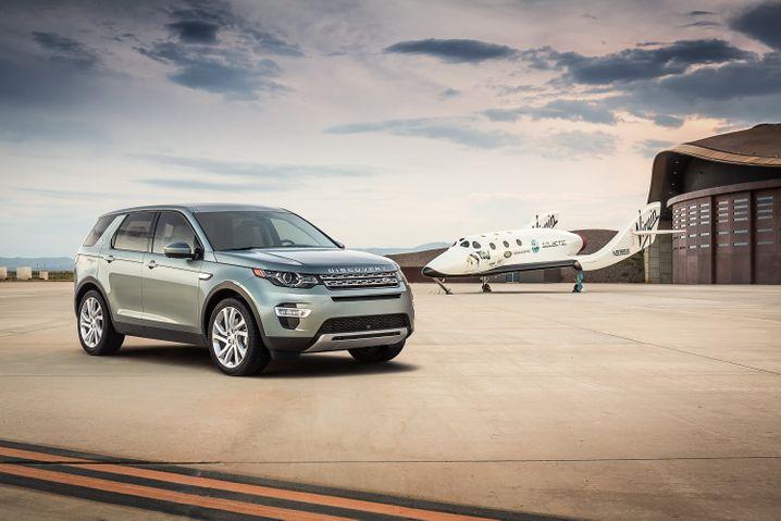 Werbefoto von Land Rover: Mit dem Geländewagen ins All?