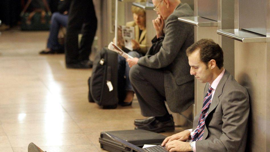 Zeittotschlagen am Flughafen: Geschäftsreisende müssen besonders oft warten