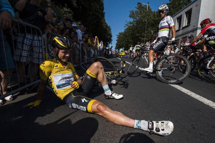 Im Gelben Trikot und trotzdem am Boden: Tony Martin 2015