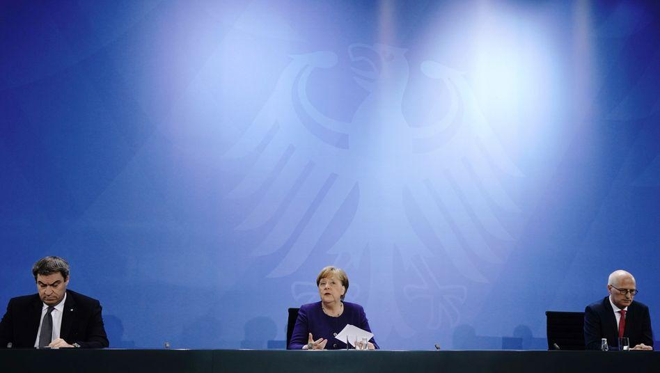 Markus Söder (l., CSU), Angela Merkel (CDU), Peter Tschentscher (SPD)
