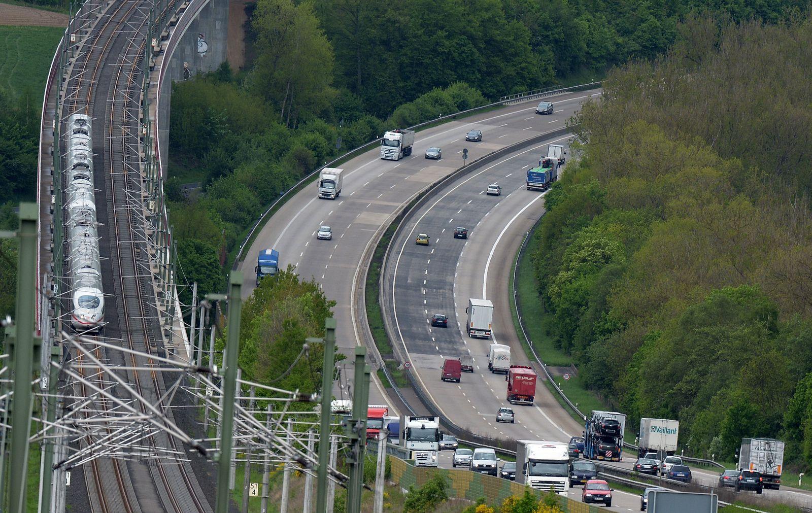Deutlich mehr Autobahnen als Bahnstrecken gebaut