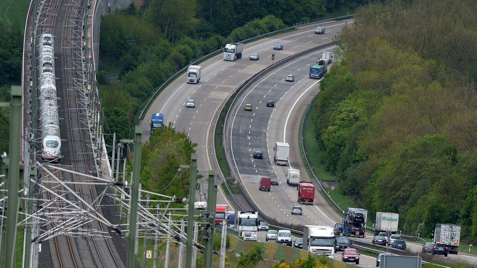 ICE-Hochgeschwindigkeitsstrecke neben der A3 in Rheinland-Pfalz: 2019 immerhin keineSchienenwege oder Gleisanschlüsse stillgelegt