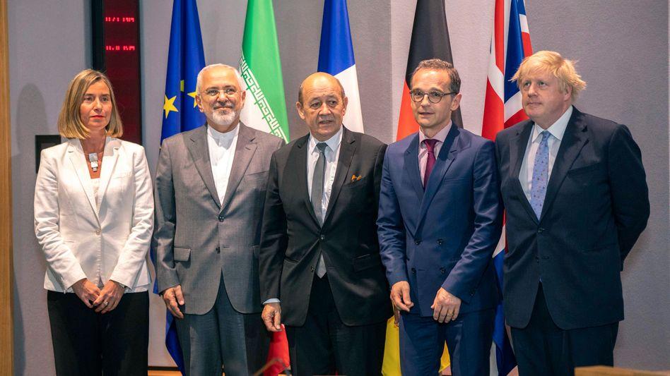 Gipfelteilnehmer (v. l.) Mogherini, Zarif, Le Drian, Maas und Johnson