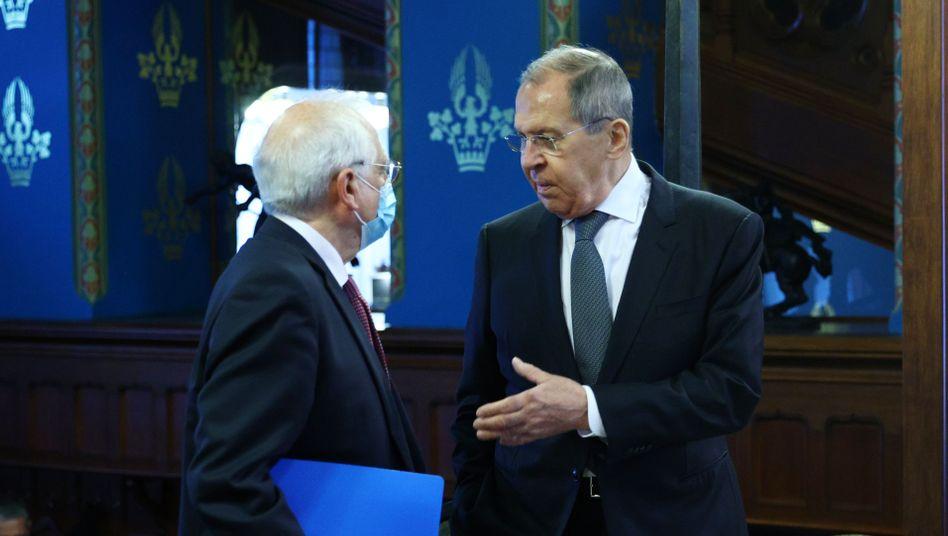 Der EU-Außenbeauftragte Josep Borrell mit dem russischen Außenminister Sergej Lawrow