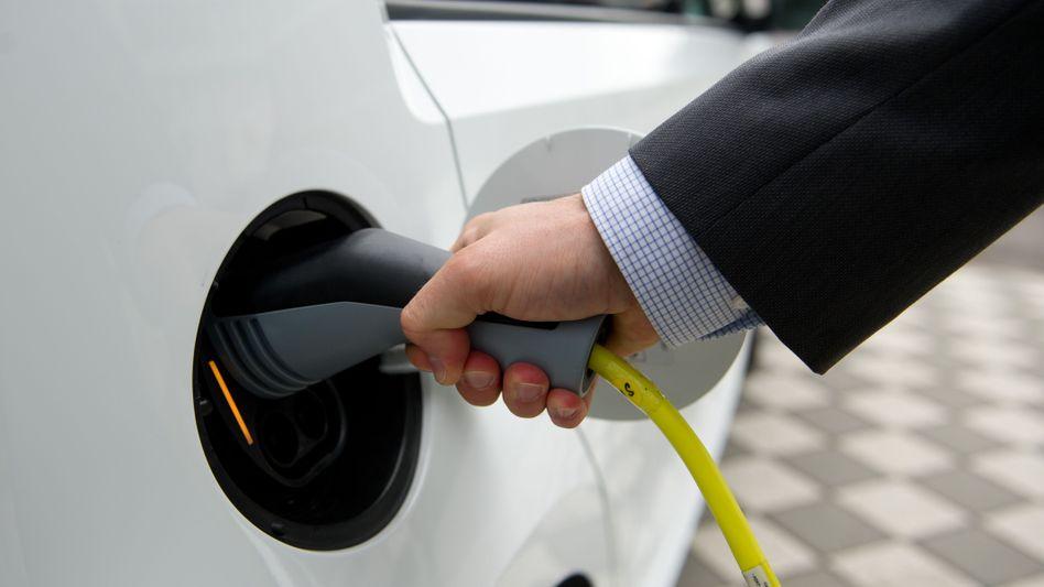 Ladekabel eines Elektroautos von VW