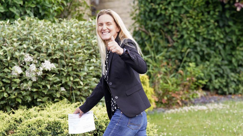 Labour-Politikerin Leadbeater nach der Stimmabgabe am Donnerstag