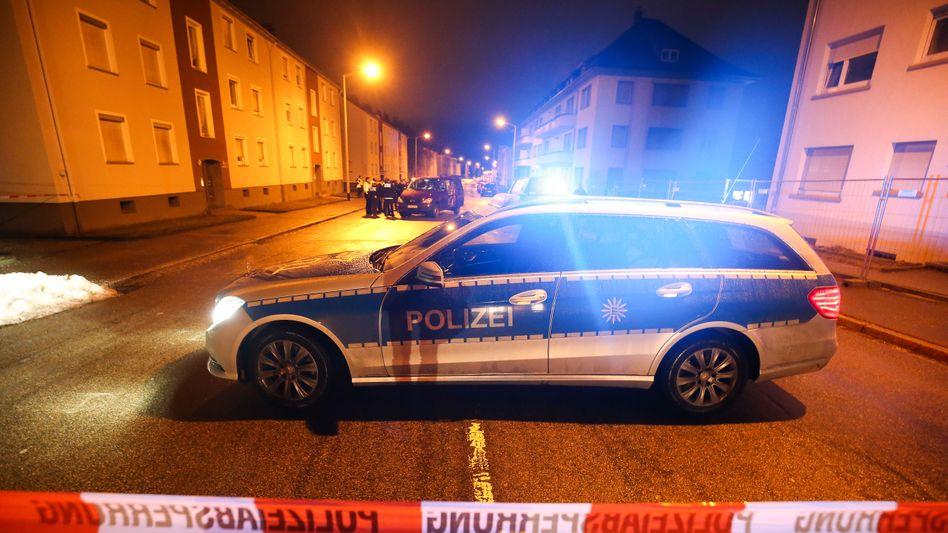 Polizei vor Flüchtlingsunterkunft in Villingen-Schwenningen: 170 Asylbewerber sind hier untergebracht