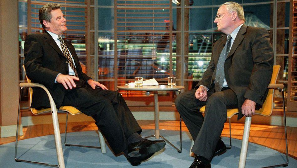 Gauck als Talkmaster mit Gast Lafontaine (Bild von 2000): Heftige Angriffe des Saarländers