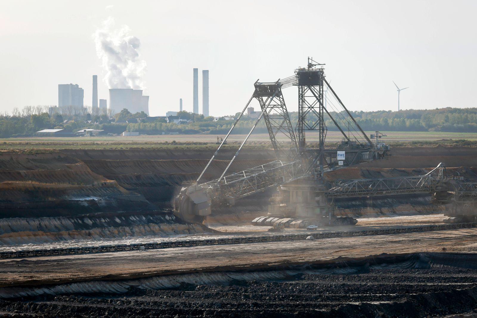 21.09.2020, Inden, Nordrhein-Westfalen, Deutschland - RWE Braunkohle Tagebau Inden, die Foerderung dient ausschliesslich