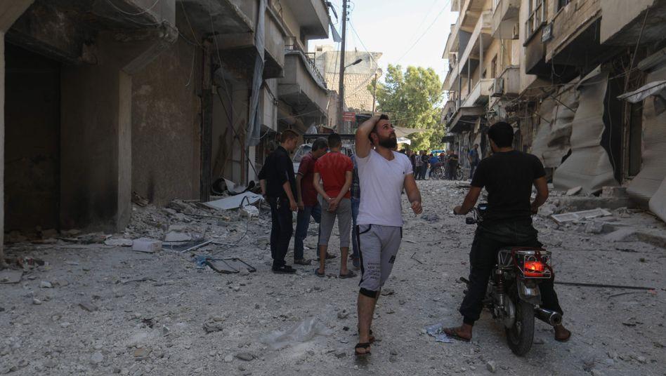 In Ariha wurde ein Luftangriff der Regierung gemeldet