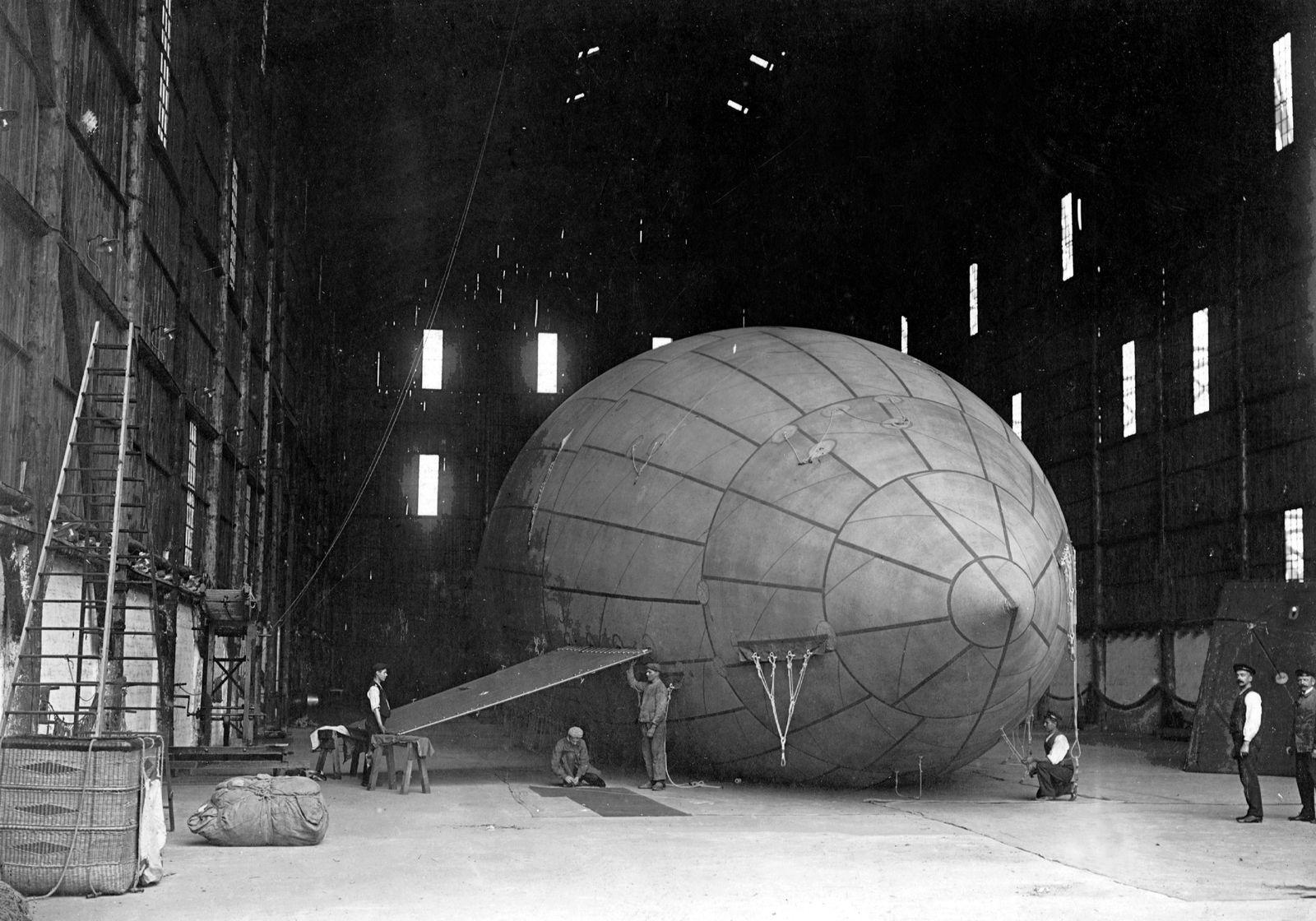 Arbeiten am Luftschiff 'Parseval III.', 1909