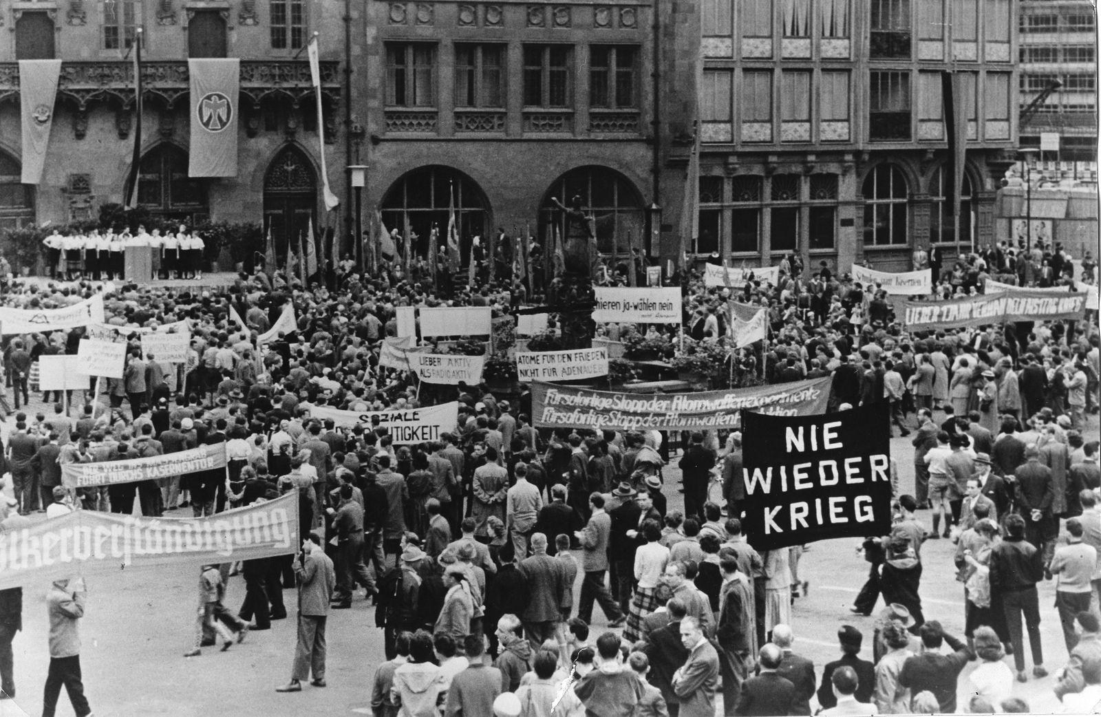 Demonstration gegen Wehrpflicht in Frankfurt