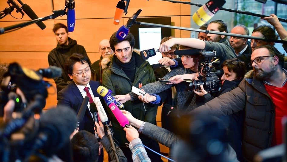 Anwalt Chan-jo Jun und Flüchtling Anas Modamani