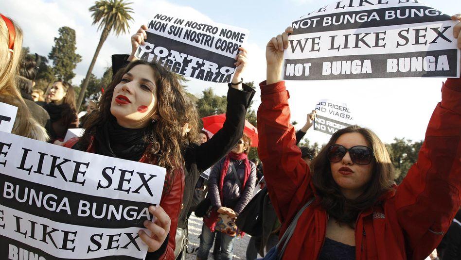 Italien: Tausende Frauen demonstrieren gegen Berlusconi