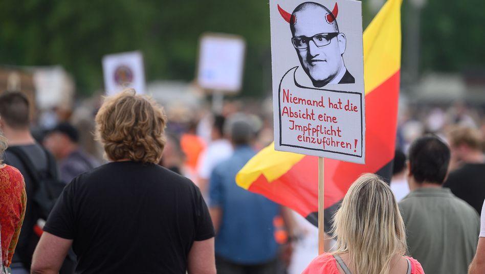 """Demonstranten in Stuttgart: """"Wer das nicht will, muss das Risiko einer Infektion selbst tragen"""""""