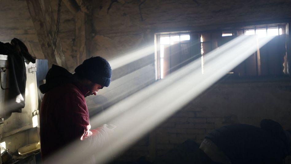 Flüchtling mit Smartphone