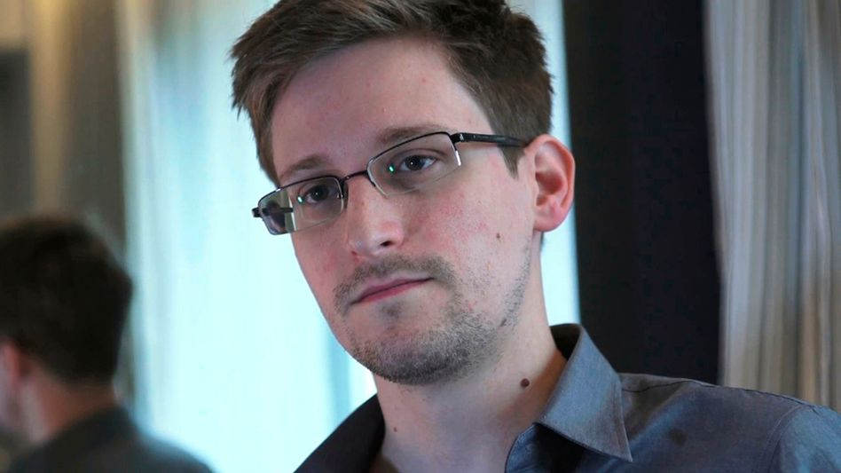 """Edward Snowden 2013 in Hongkong: """"Enthüller und internationaler Verteidiger von Menschenrechten"""""""