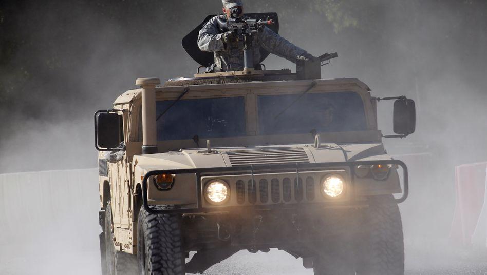 """Militär-""""Humvee"""": Die USA liefern solche Geländewagen an die Ukraine"""