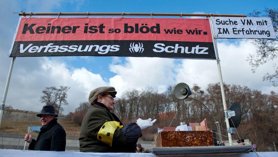"""Karnevalsumzug in Erfurt 2012: """"Suche VM mit IM Erfahrung"""""""