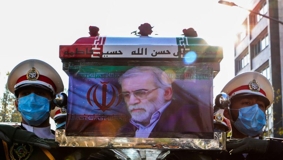 Sarg von Mohsen Fakhrizadeh: Der Wissenschaftler wurde am Montag beigesetzt