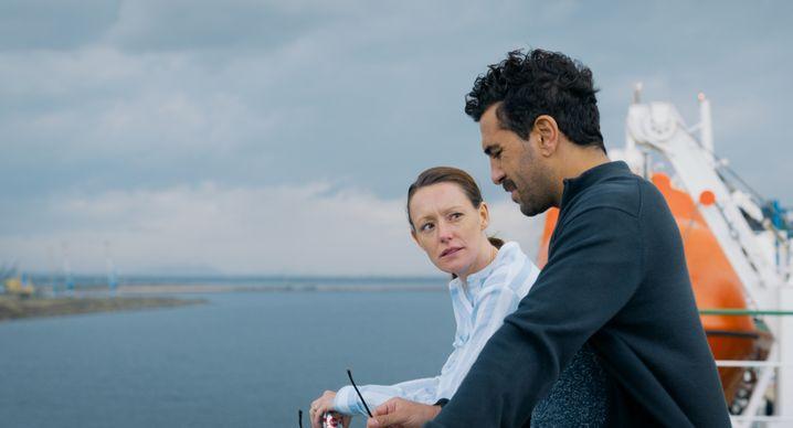 Reise zum Kern des Schmerzes: Alice und Niklas auf der Mittelmeerfähre