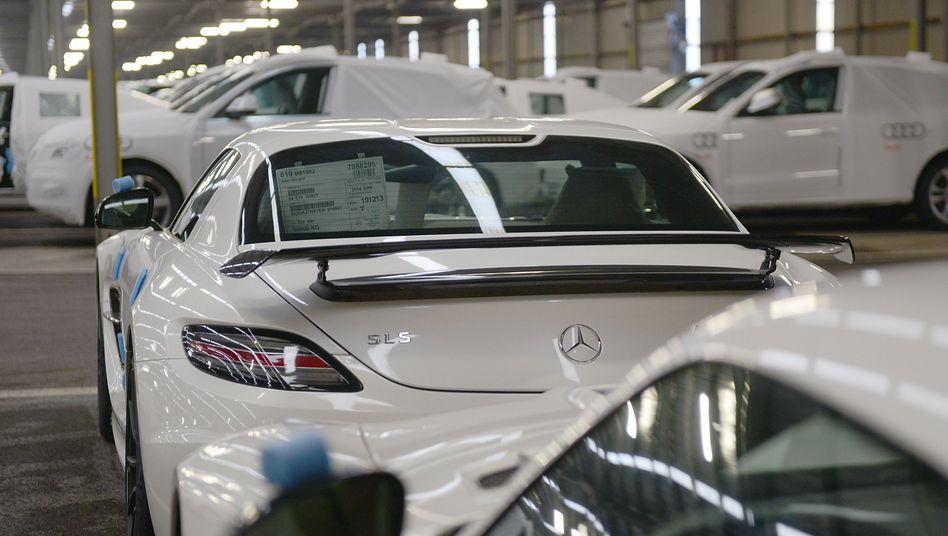 Export-Autos vor der Verladung