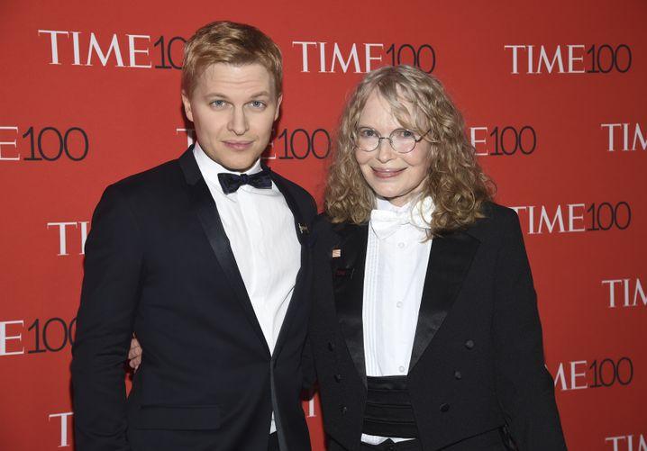 Reporter und Hollywoodikone: Farrow mit seiner Mutter, der Schauspielerin Mia Farrow