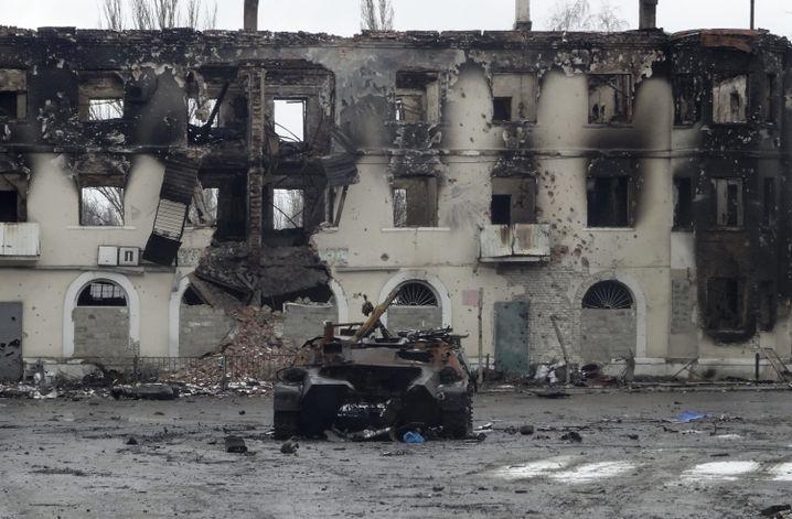 Transportpanzer nach schweren Gefechten in Uglegorsk, Ostukraine (4.2.)
