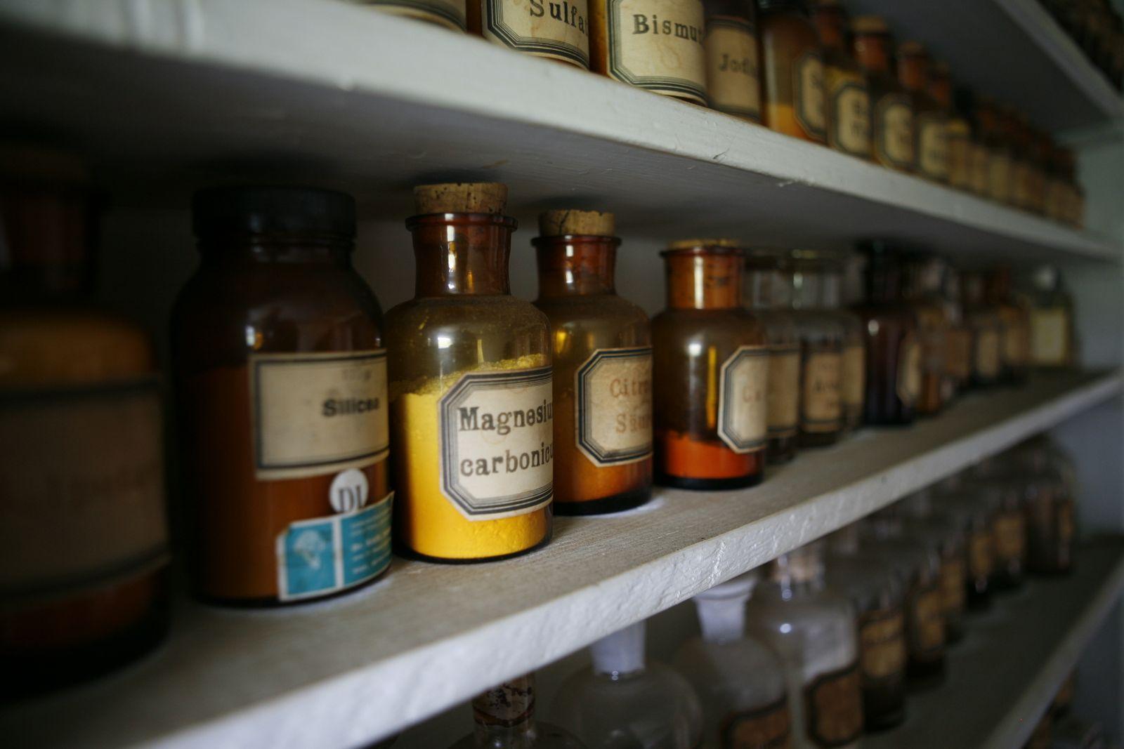Arzneimittel und Tinkturen der Illuminaten in Stein AR, 2009