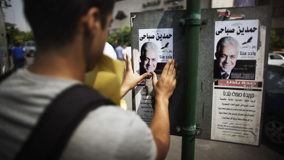 Poster für Hamdien Sabahi (Archivbild): Mursi und Schafik treten in Stichwahl an