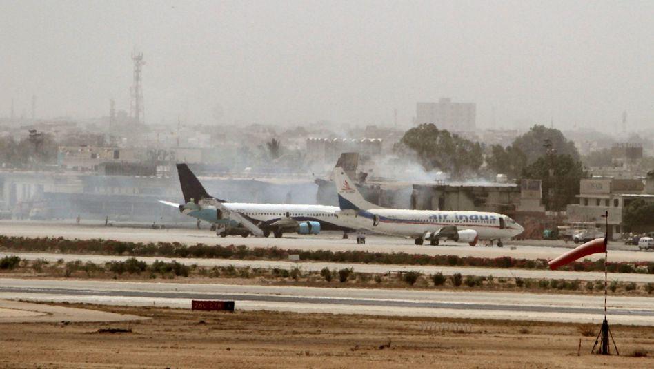 Kämpfe in Pakistan: Neuer Angriff auf Flughafen Karatschi