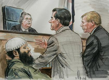 Mögliche Einstellung des Verfahrens: Eine Zeichnung aus dem Gerichtssaal in Alexandria zeigt Richterin Brinkema, den Angeklagten Moussaoui, dessen Anwalt MacMahon (Mitte) und Staatsanwalt David Novack