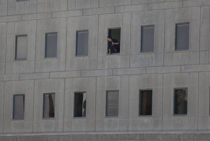 Polizist im iranischen Parlament
