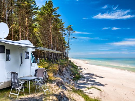 Campen an der polnischen Ostsee: Wildcampen ist in Europa meist verboten – so eine Aussicht auf einem Campingplatz hat eher Seltenheitswert