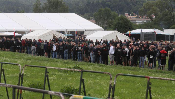 Rechtsrock in Thüringen: Tausende Neonazis, Dutzende Gegner