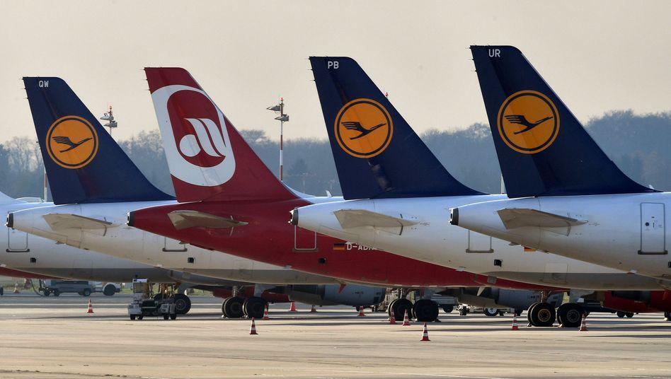 Flugzeuge der Lufthansa und von Air Berlin