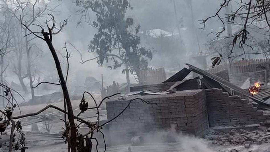 Aufnahme aus dem zerstörten Dorf Kin Ma
