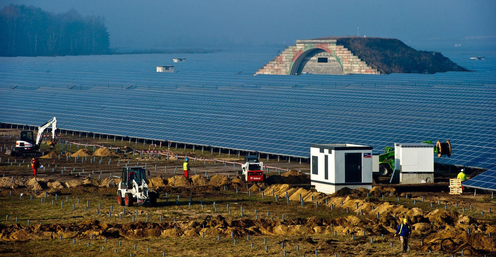 Bau des größten Solarstrom-Kraftwerk Europas