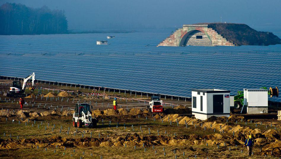 Solarpark auf dem früheren Militärflughafen im brandenburgischen Finowfurt (Archivbild)