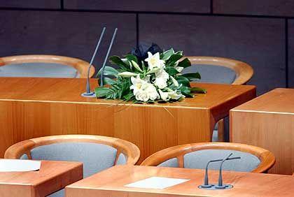 Nach Möllemanns Tod: Trauerflor im Düsseldorfer Landtag
