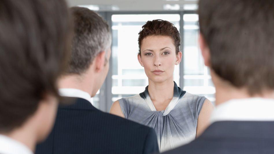 Als Frau unter Männern (Symbolbild): Deutsche Frauen sind im Nachteil