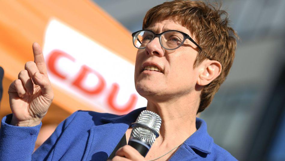 Annegret Kramp-Karrenbauer lehnt eine CO2-Steuer ab.