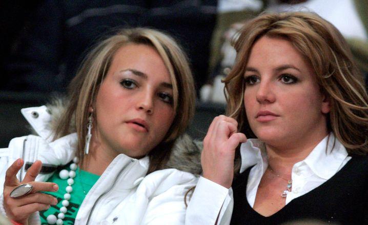 Jamie Lynn und Britney Spears bei einem NBA-Spiel Ende 2006