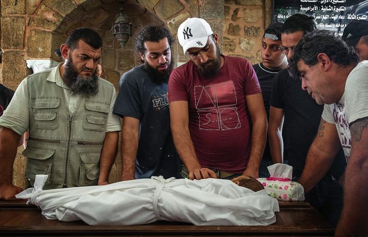 The funeral of Walid al-Manna: Not a single hospital could be found to help him.