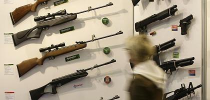 """Waffenmesse: """"Niemand kontrolliert, ob Auflagen eingehalten werden"""""""