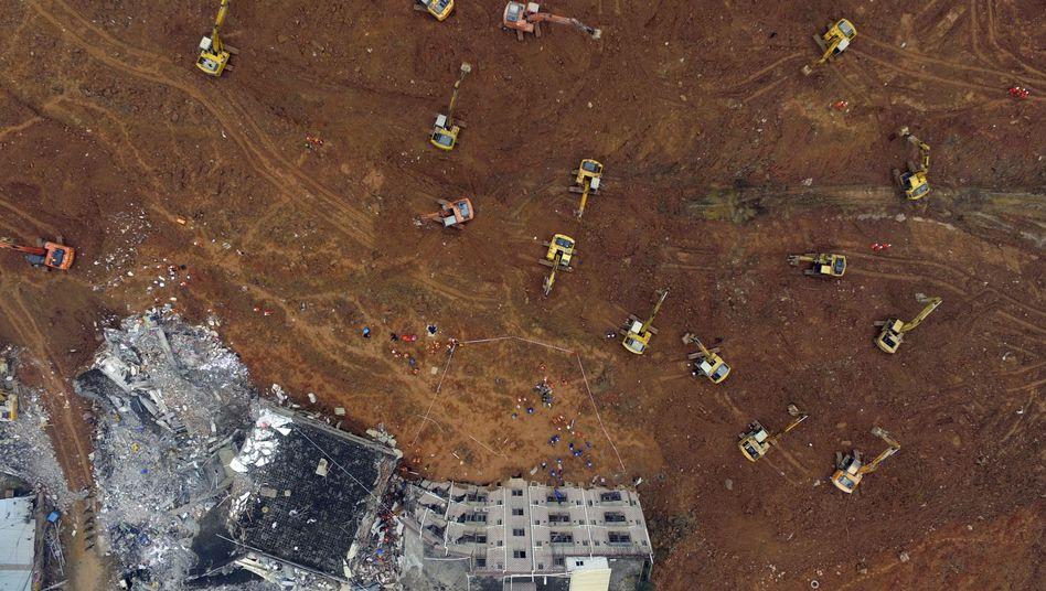 90 Vermisste nach Erdrutsch in China: Schlammlawine, sechs Meter hoch