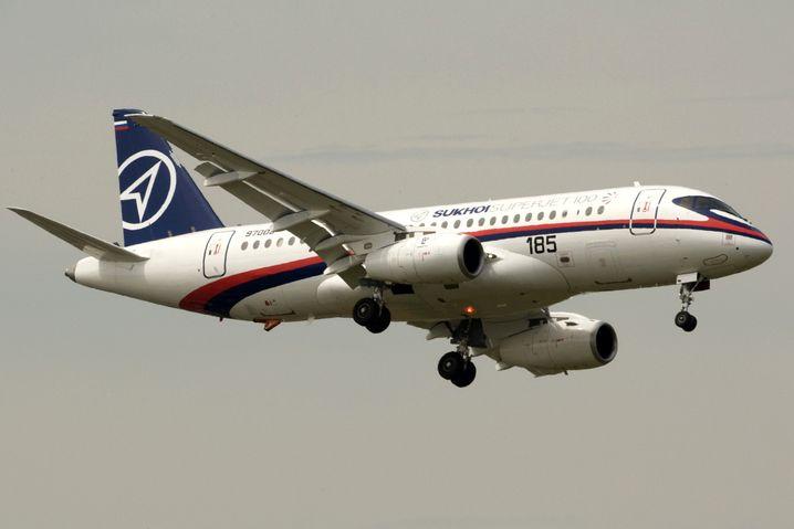 Superjet 100 des russischen Flugzeugbauers Suchoi bei einer Flugshow in Paris (2009)