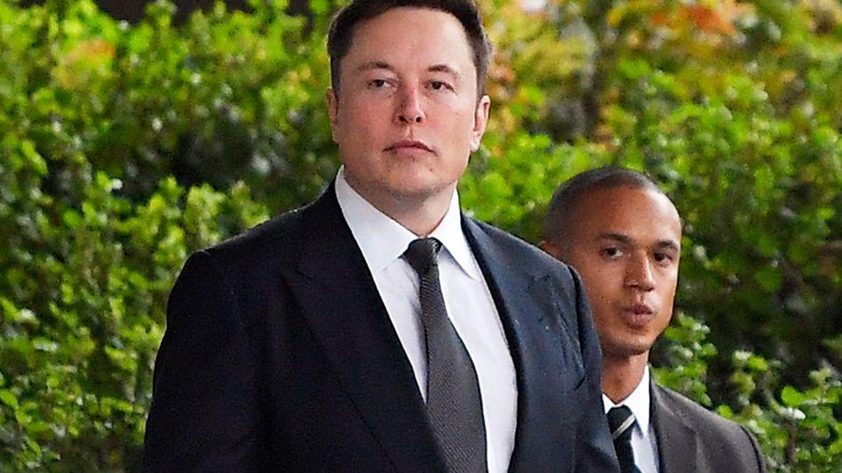 """Elon Musk auf dem Weg zum Gericht in Los Angeles: """"Mein Glaube an die Menschheit ist wieder hergestellt"""""""