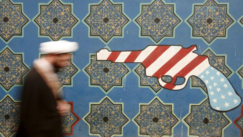 Wandbild an der ehemaligen US-Botschaft in Teheran