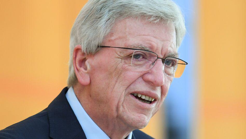 """Ministerpräsident Volker Bouffier (CDU): """"Aufpassen, dass niemand heimlich die Lufthansa-Aktien aufkauft"""""""